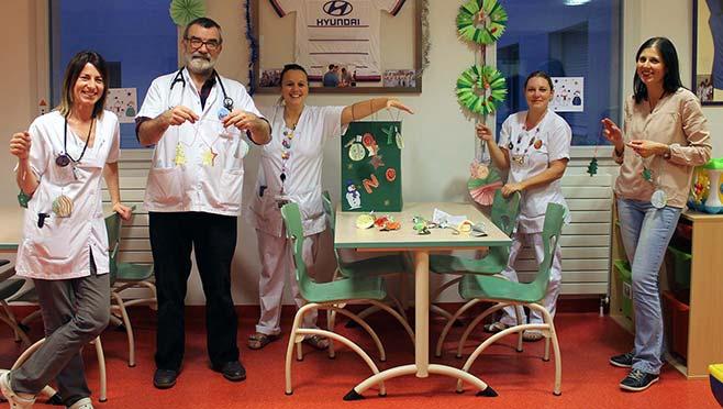 Des décorations de Noël artisanales pour la pédiatrie