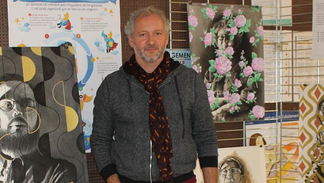 Fabrice Nesta vous dessine dans le hall d'accueil du CHPO