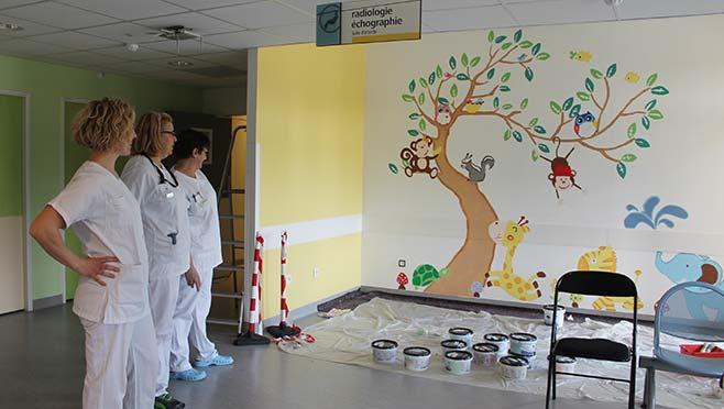 Une fresque murale pour l'accueil des enfants en imagerie